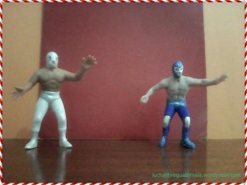 Muñeco de feria santo y Blue demon